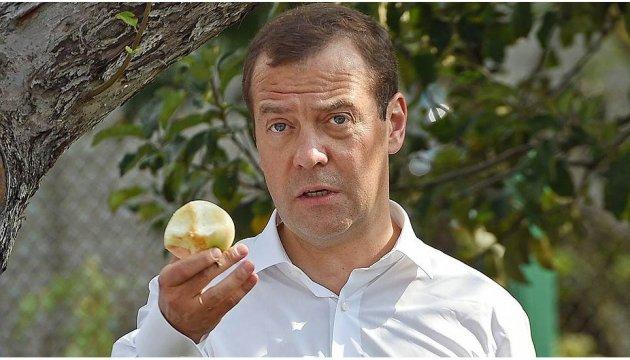 Фейгин в Вашингтоне будет призывать внести Медведева в санкционный список