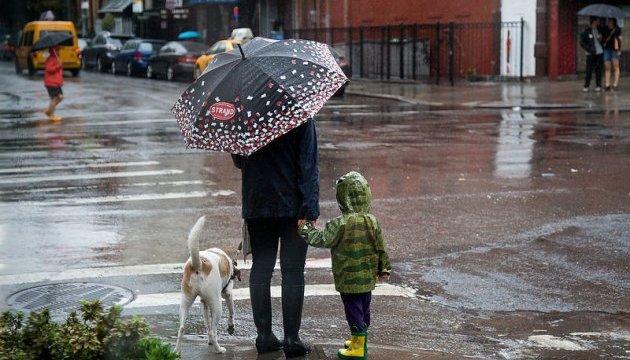 В Україні завтра очікують невеликі дощі та сніг