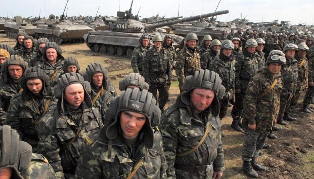 Турчинов побажав танкістам здоров'я - міцного, як броня