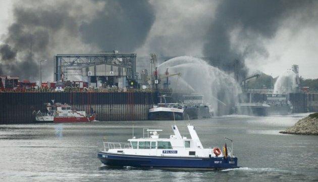 Пожежа на BASF у Німеччині: рятувальникам заважає температура, дим і завали