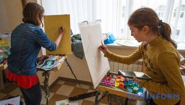 На Закарпатті змагаються студенти-живописці