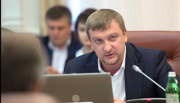 Петренко показал, где работают претенденты на главного люстратора