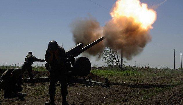 Ostukraine: 45 Beschießungen, Terroristen setzen Mörser und Schützenpanzer an allen Fronten ein