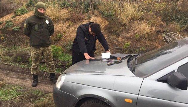 Чтобы нелегально попасть в Украину, москвич заказал такси