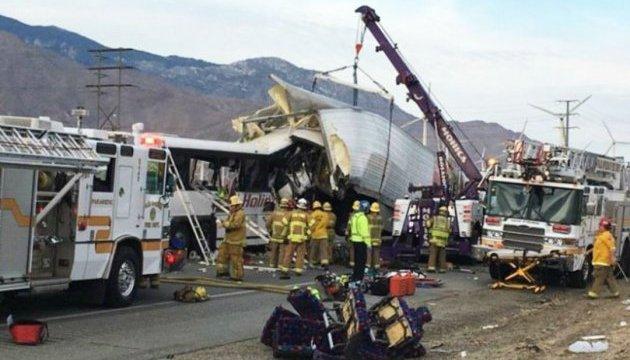 Аварія автобуса в Каліфорнії: понад 20 постраждалих, 3 загиблих