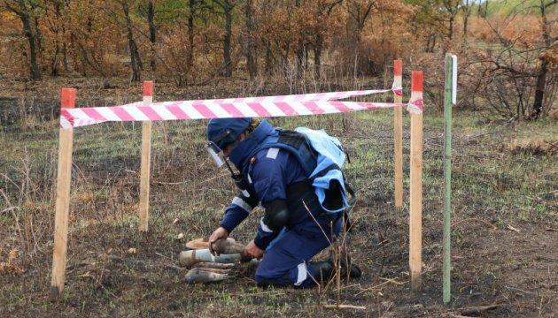 Defense Ministry's sappers continue mine clearance operations in Donbas