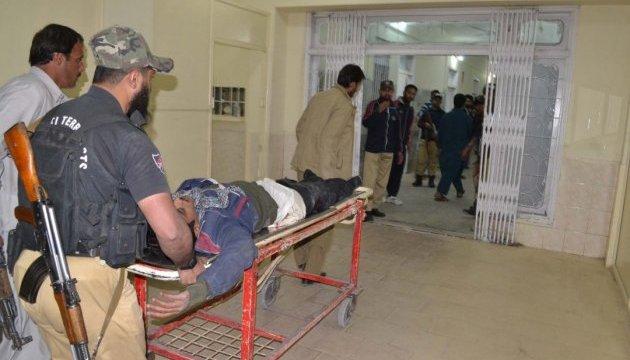 У Пакистані смертник підірвався біля суду, четверо загиблих
