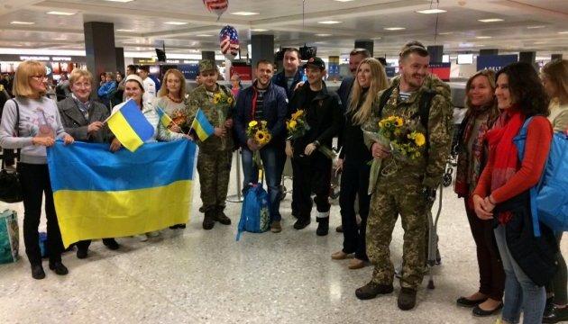 В США прибыли воины АТО, которые будут бежать Марафон морской пехоты