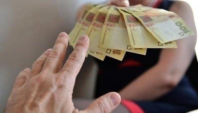 Чиновница Минздрава раздавала премии родственникам, которых брала на работу