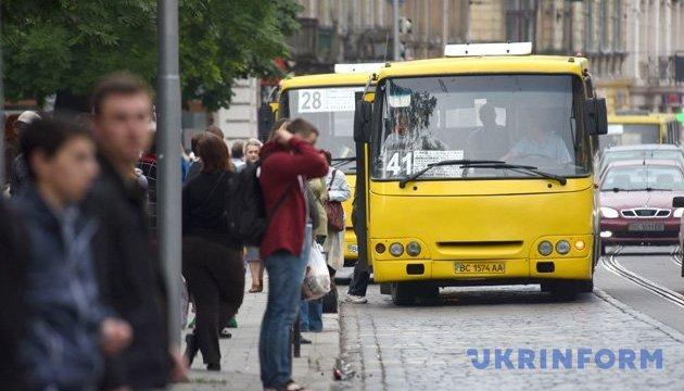У Києві перейменували та впорядкували зупинки маршрутів міського транспорту