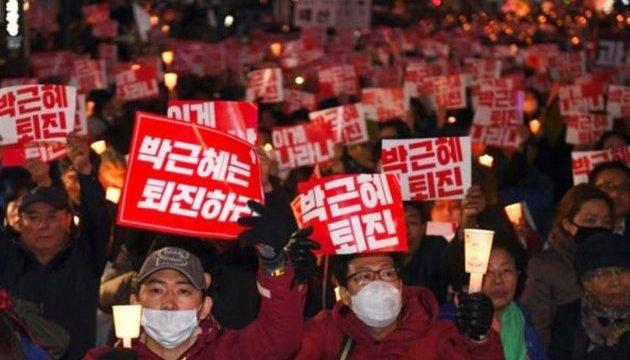 Буддийский монах поджег себя на антипрезидентской демонстрации в Сеуле