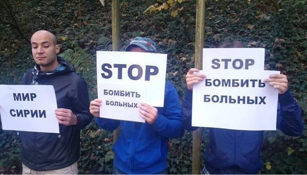 В Брюсселе украинцы и сирийцы провели акцию против агрессии Путина