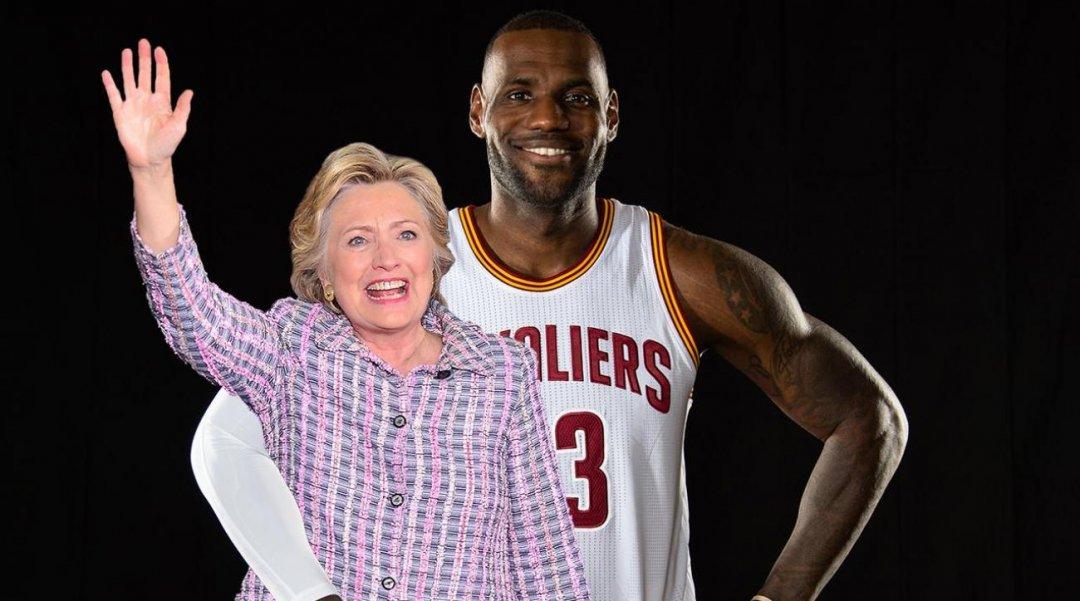 На фото: кандидат у президенти США Гілларі Клінтон і американський професійний баскетболіст Леброн Джеймс