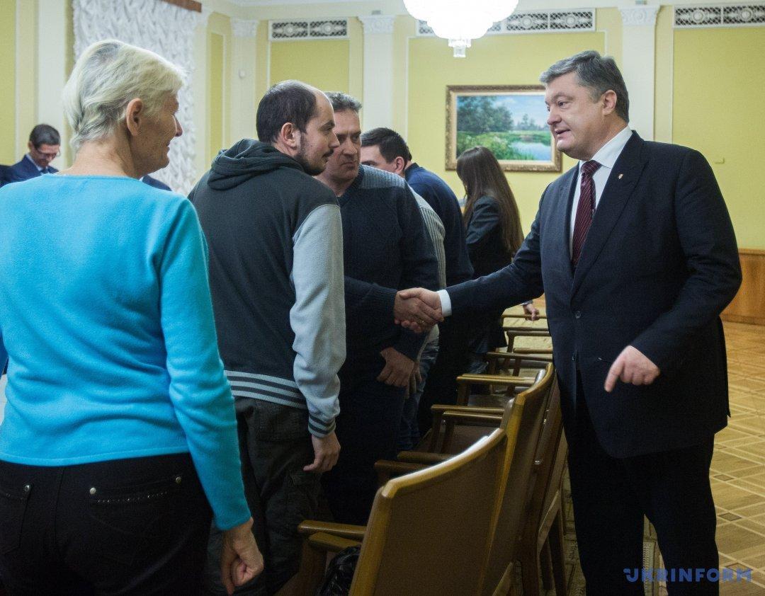 Порошенко на зустрічі з вкладниками Михайлівського