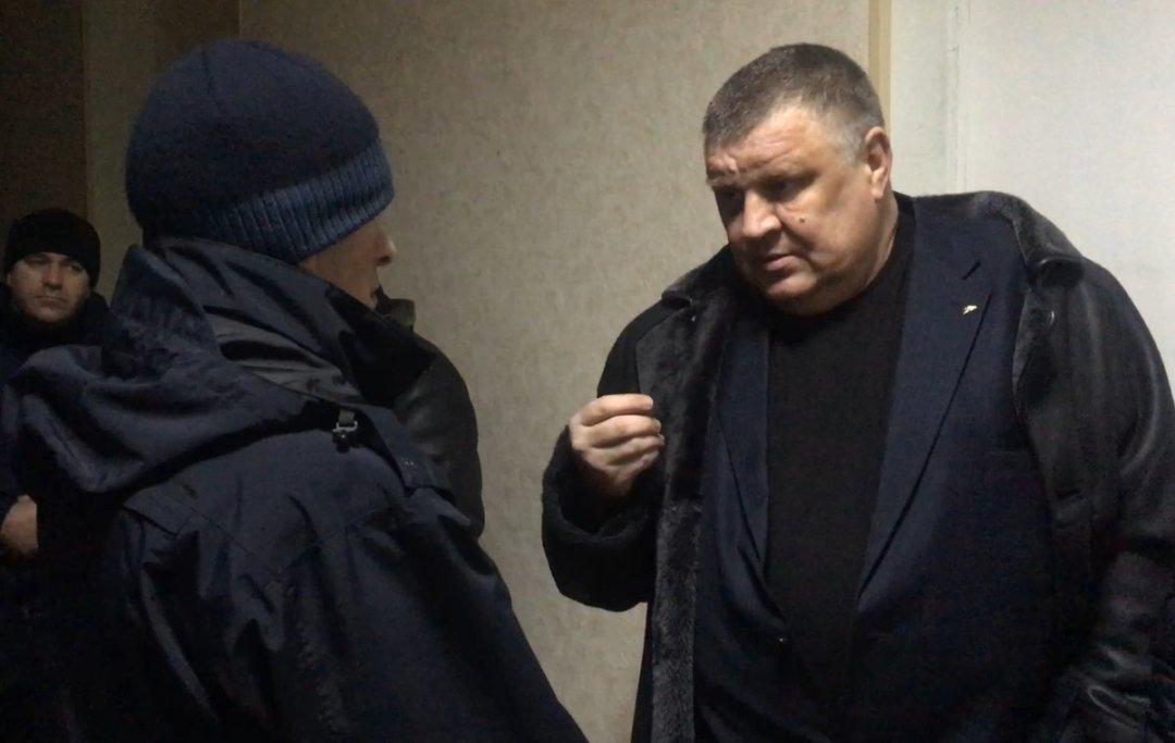 Юрій Чуріков - Член Громадської ради КМДА розмовляє з поліцейським