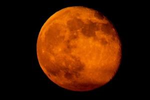 """Під ранок понеділка відбудеться затемнення """"кривавого"""" Супермісяця"""