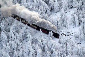 Потяги курсують за графіком, незважаючи на снігопади - Укрзалізниця