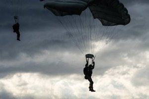 Під час фестивалю у Туреччині українська парашутистка зірвалася в море