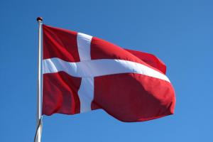 Дания ввела COVID-пропуска для парикмахерских, спортзалов и кафе