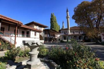 En Crimée occupée, le palais du Khan est en train d'être détruit sous prétexte de restauration