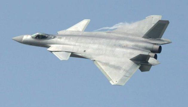 Китай впервые показал истребитель J-20