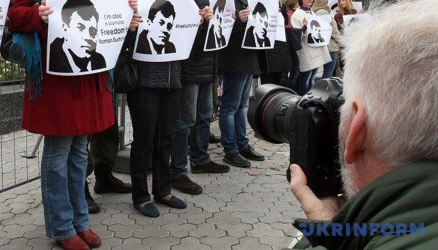 Мінінформ починає в Twitter онлайн-обговорення звільнення Сущенка