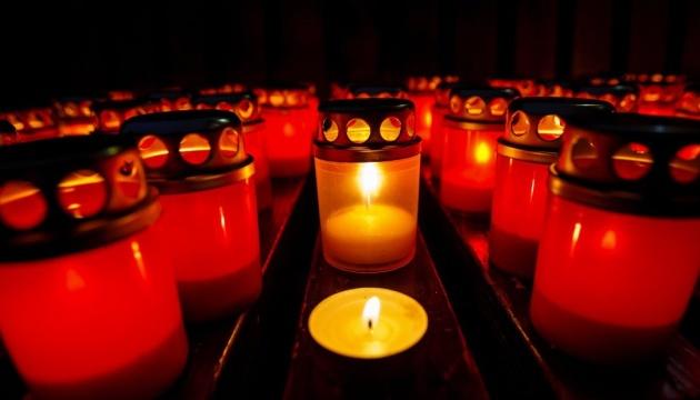 Загиблих на Майдані вшанували молитвою у Михайлівському соборі