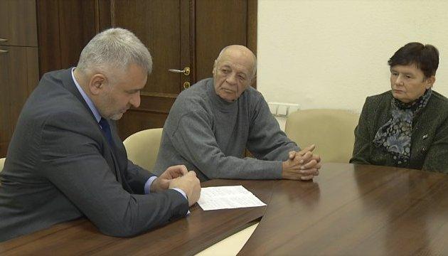 Сущенко поздравил отца с днем рождения через адвоката