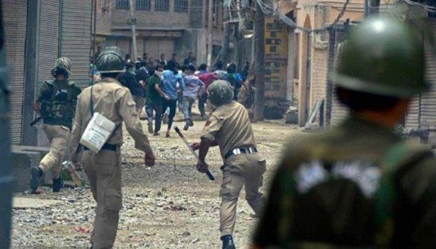 У Кашмірі тривають сутички протестувальників із поліцією