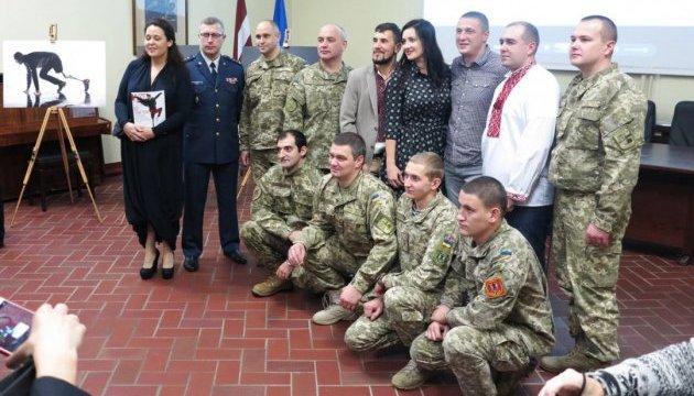 Герої АТО представили проект «Переможці» у Військовому музеї Латвії