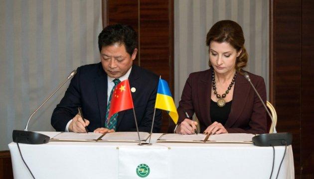 Марина Порошенко підписала з китайцями мільйонний грант на інклюзивну освіту