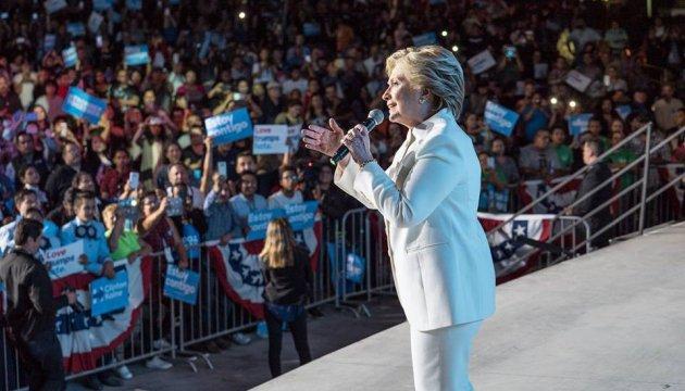 Клинтон назвала авторитаризм угрозой свободному миру
