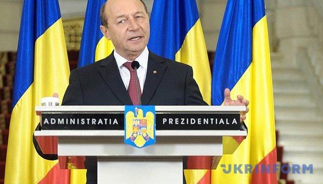 Экс-президент Румынии подал в суд на Додона