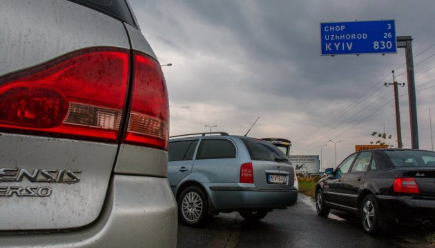 860 vehicles piled up at Ukrainian-Polish border