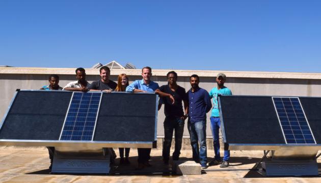 Американці винайшли сонячні панелі, що виробляють воду з повітря
