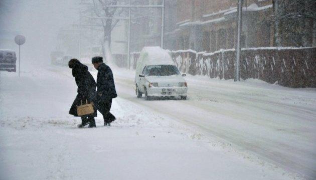 Уночі чотири області накриє снігопадом - ДСНС