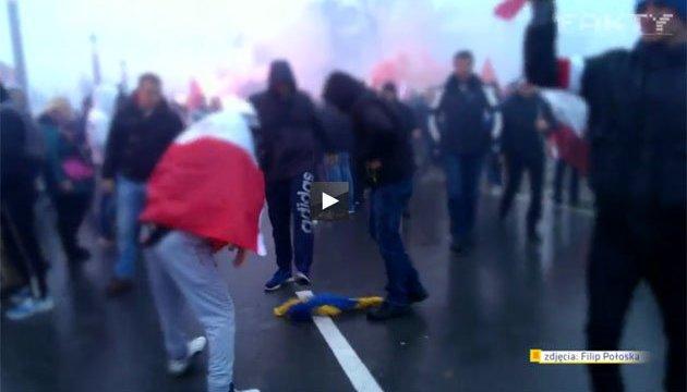 Полиция Варшавы передала в прокуратуру дело о сожженном флаге Украины