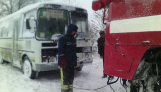 Рятувальники вже витягли із заметів понад тисячу авто