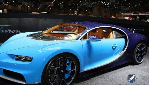 Bugatti випробувала гіперкар Chiron у Долині Смерті