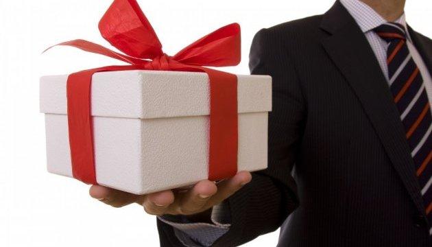 Прикарпатцям на замітку: подарунки вартістю до 931 гривні не оподатковуються