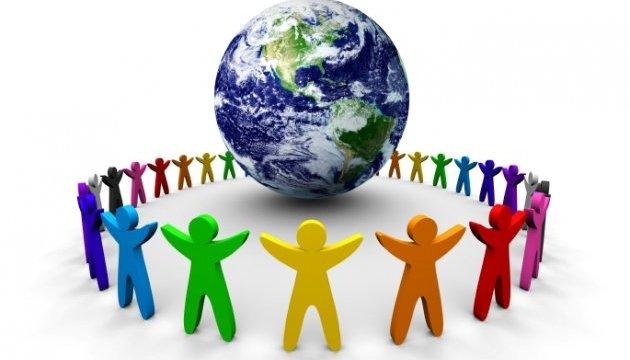 До Всесвітнього Дня Толерантності 29 Надзвичайних та Повноважних Послів іноземних держав в Україні відправили меседж українцям у соціальному ролику за ініціативи проекту OUTLOOK
