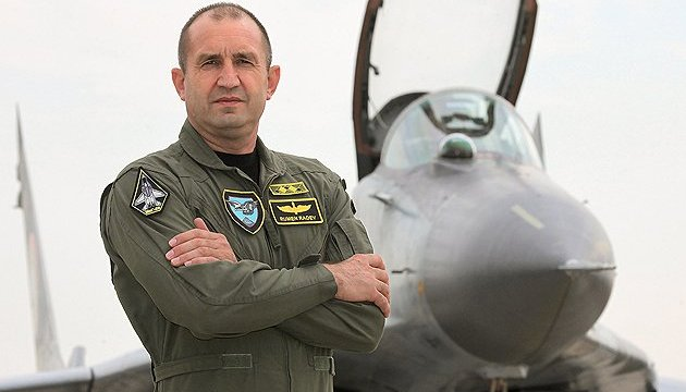 Президент Болгарии полетит в Брюссель на военном самолете