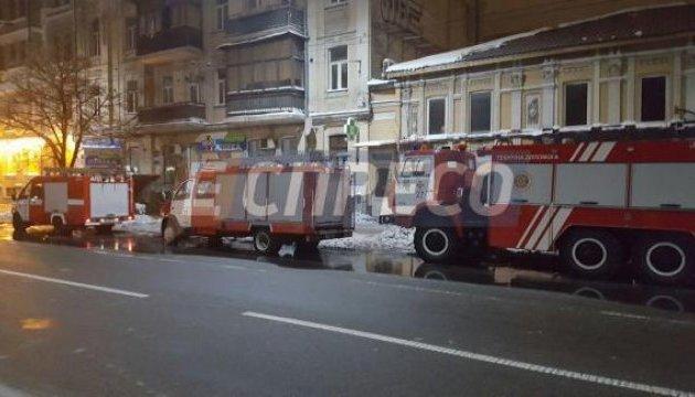 У центрі Києва палав будинок