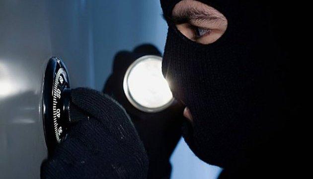 Пограбування банкомату в Сумах: затримали екс-співробітника СБУ