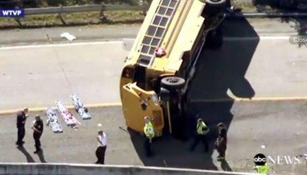Аварія шкільного автобусу в США: десятки дітей поранені