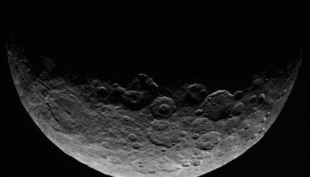Церера покрыта «шубой» из обломков астероидов - NASA