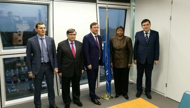 Луценко у Гаазі зустрічається з прокурором Міжнародного кримінального суду