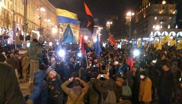 Митингующие с Майдана двинулись по Крещатику