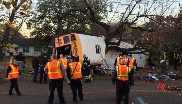 Авария школьного автобуса в США: шестеро погибших
