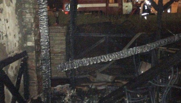 Спасатели потушили пожар в одном из столичных кафе